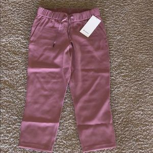 lululemon on the fly cropped pants size 6